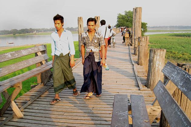 Burmese men in Longyi